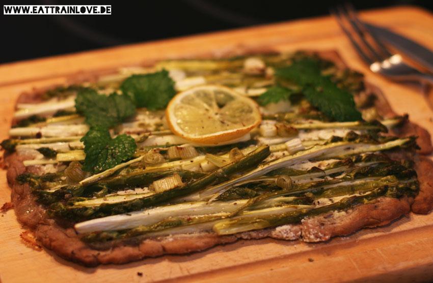 Grüner-Spargel-Flammkuchen-vegan