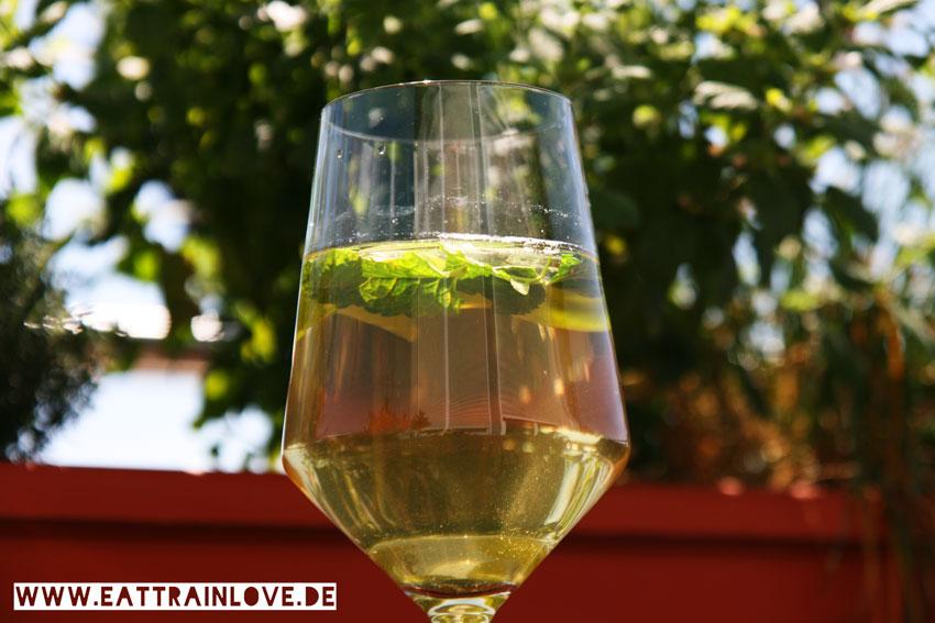 Minz-Basilikum-Eistee-Sommerdrinks