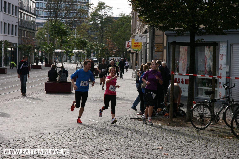 Erster-Halbmarathon-Zieleinlauf-1