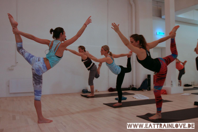 Yoga-Class-Tara-Stiles-im-Tänzer