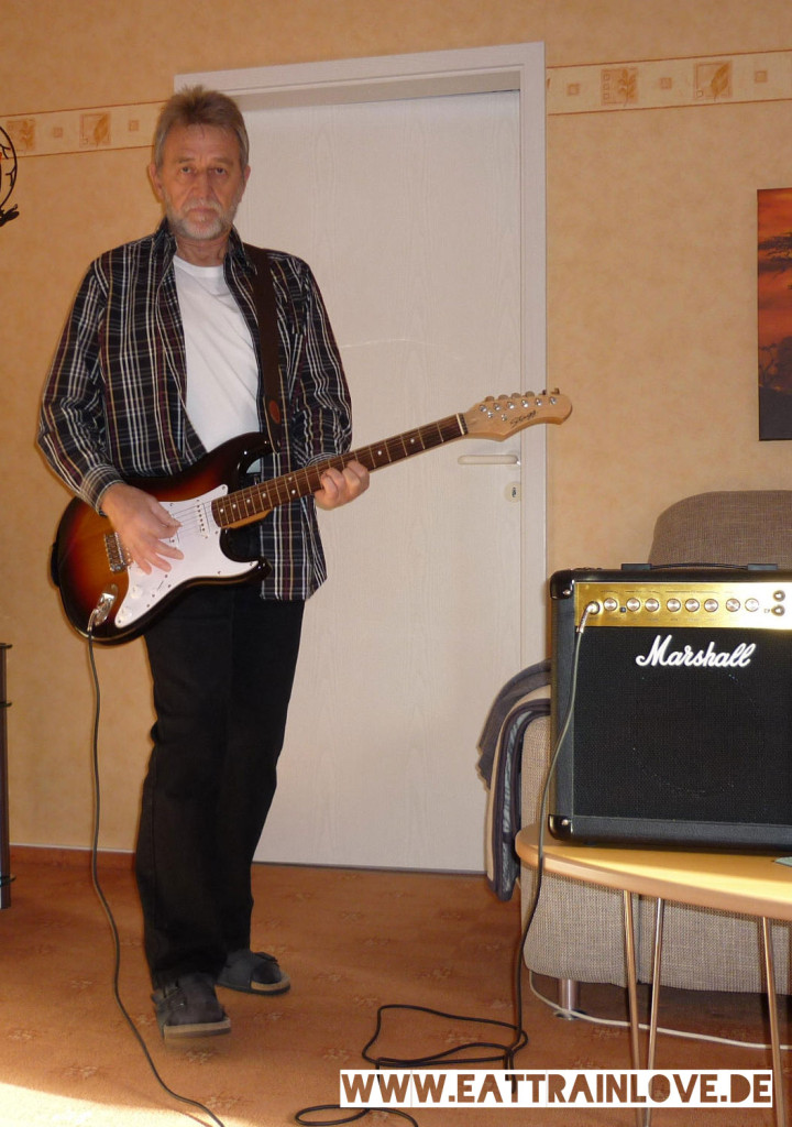 Die-Kunst-dein-Ding-mit-60+-zu-machen-Papa-mit-Gitarre