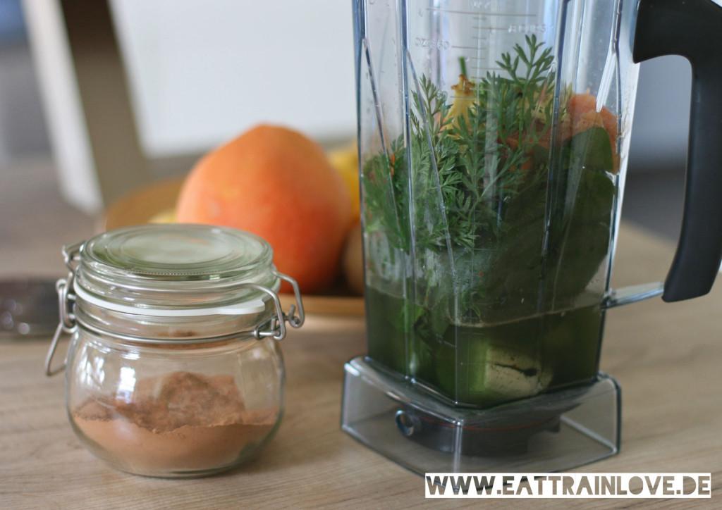 Green-Smoothie-mit-Superfoods-im-Mixer