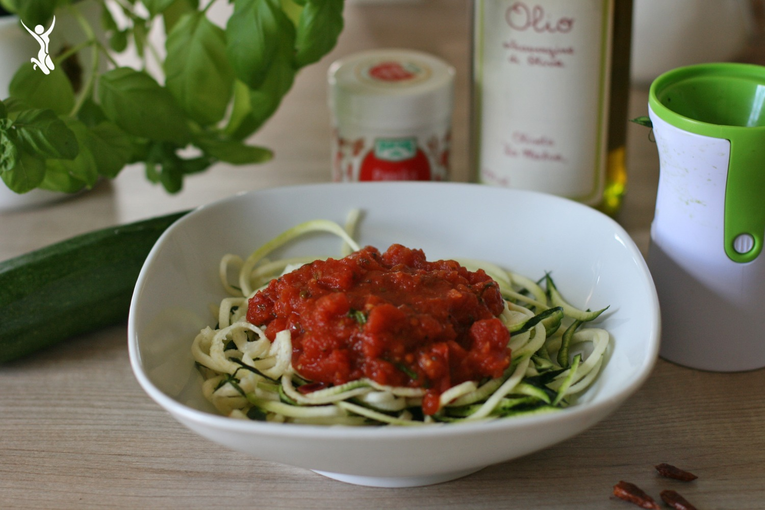 go zoodles rezept f r vegane zoodles all 39 arrabiata eat train love. Black Bedroom Furniture Sets. Home Design Ideas