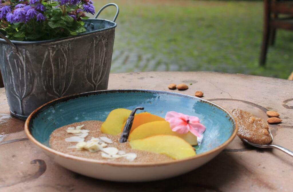 Ayurvedischer Frühstücksbrei mit Amaranth, Birne und Vanille